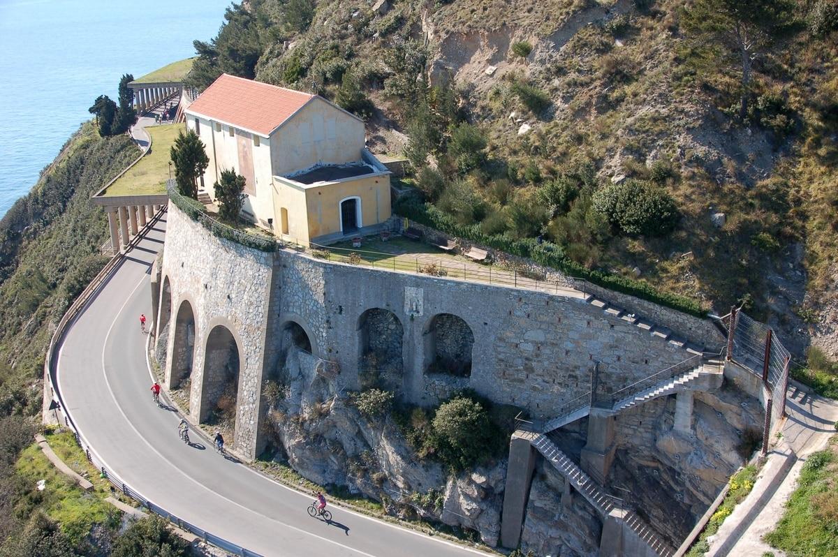 Visita alla Madonna delle Penne e Faro di Capo Mele col FAI - Qui ...
